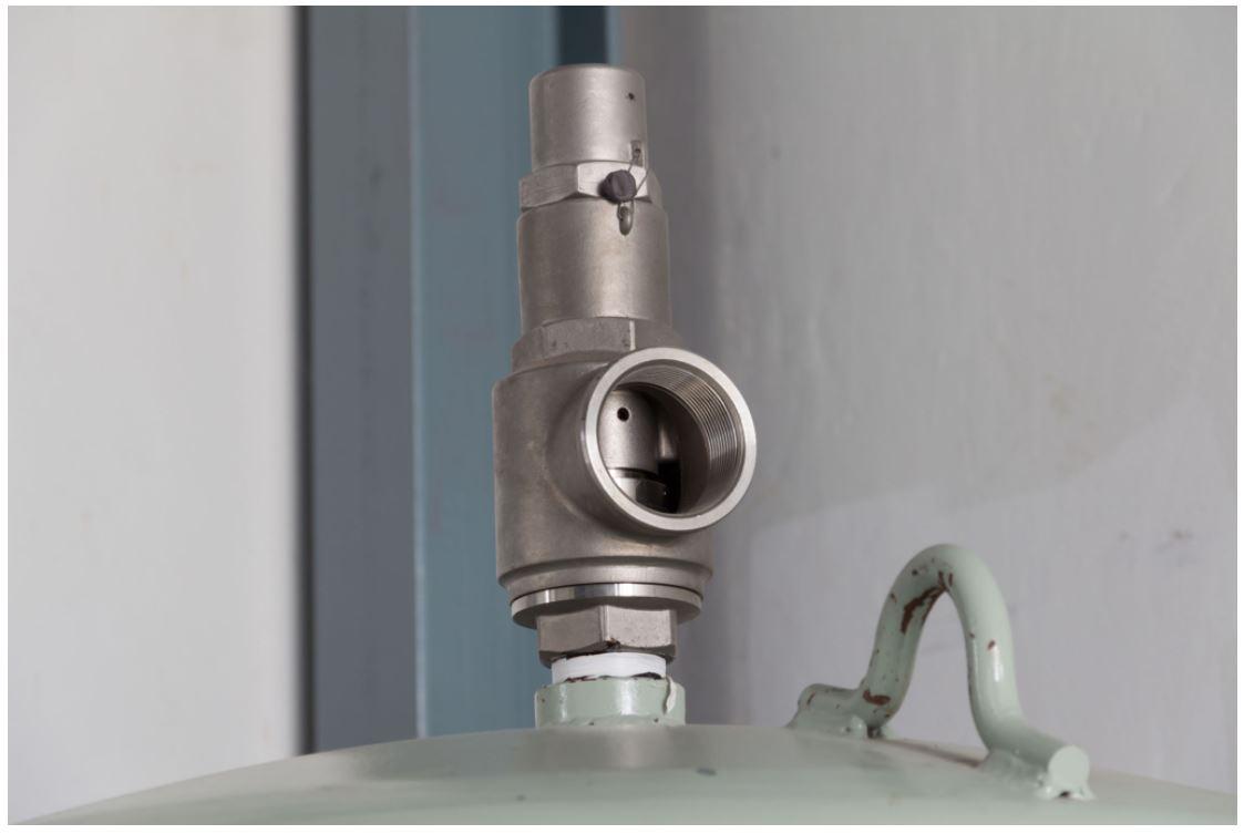 Vacuum relieve valves